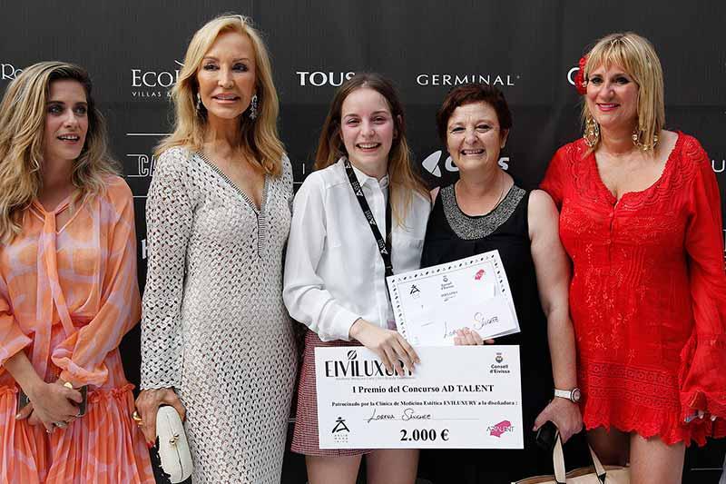 Lorena Sánchez primera ganadora del Concurso de Nuevos Talentos de la Moda AD TALENT