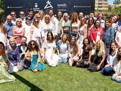 Las modelos Clara Mas y Joana Sanz felices de estrenarse en la Pasarela ADLIB
