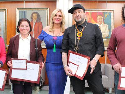 Tony Bonet obtiene los certificados de artesano patronista y modista